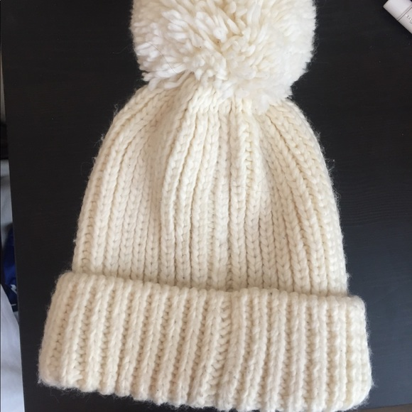ca016dbe053033 Uniqlo beanie with giant Pom Pom! M_5c719fbd04ef505e176ca25a. Other  Accessories ...